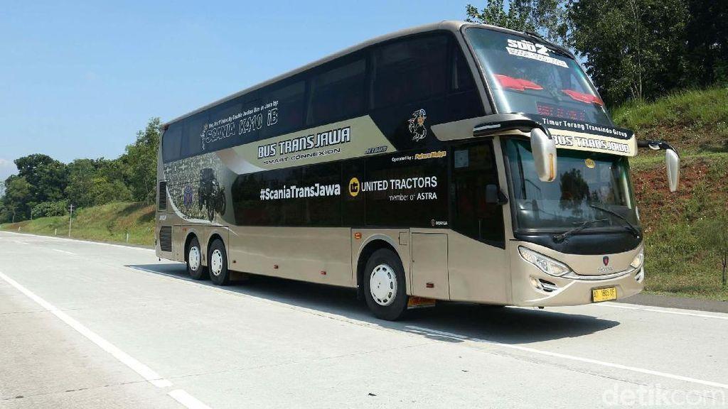 Wuss... Bus Tingkat Trans Jawa Tancap Gas 120 Km/Jam