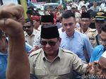 Prabowo Bertemu Tim BPN dan Magrib Berjemaah Sebelum Debat