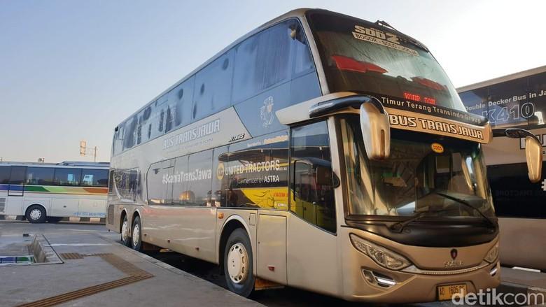 Bus Tingkat Antar-kota melintasi Trans Jawa dari Jakarta sampai Solo. Foto: Luthfi Anshori