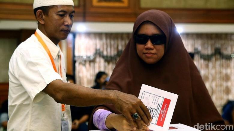 Pemilih Tunanetra Bisa Didampingi Keluarga atau KPPS di Bilik Suara