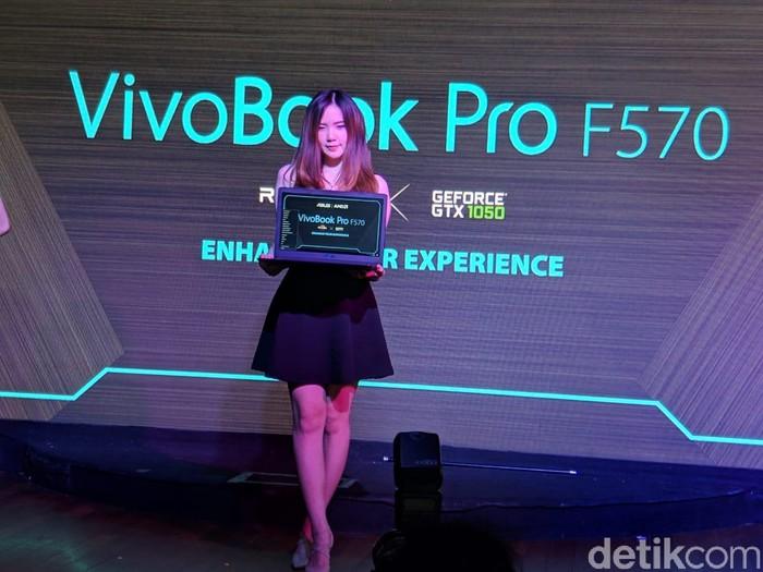 Asus VivoBook Pro F570. (Foto: Adi Fida Rahman/detikINET)
