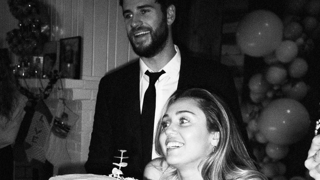 Foto-foto Pernikahan Miley Cyrus dan Liam yang Belum Terekspos
