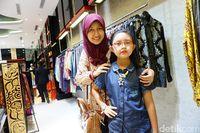 Davina bersama ibunya,