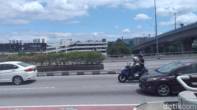 Seronoknya! Motor Masuk Tol Bisa Gratis di Malaysia