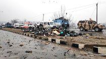 Bom Mobil Hantam Bus Berisi Polisi di India