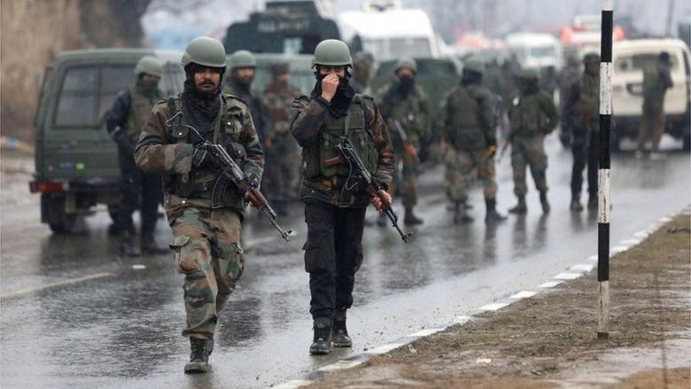 Baku Tembak di Kashmir, 5 Orang Tewas