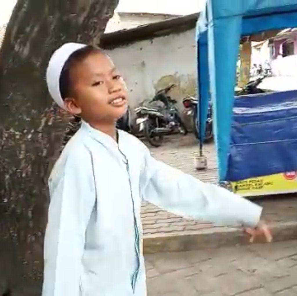 Video: Ini Putra, Bocah Yatim Piatu yang Jualan Cilok untuk Keluarga