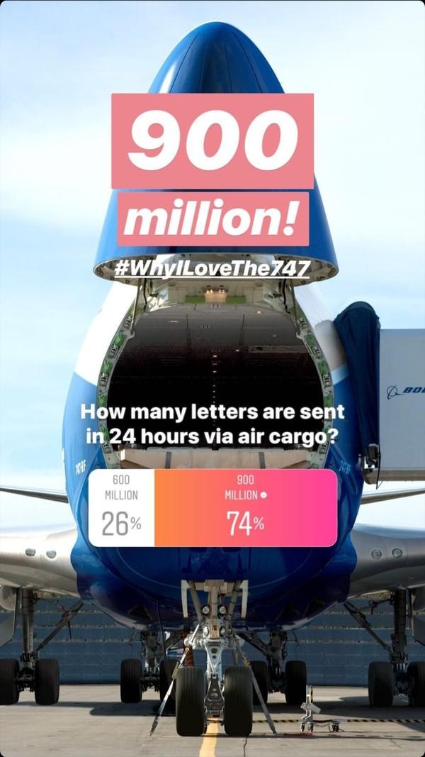 Dengan tagar #WhyILoveThe747, di stories selanjutnya, Boeing mengungkap pertanyaan lain yang ia ajukan sebelumnya. Yakni, pesawat kargo Boeing itu juga mengirim surat sebanyak 900 juta dalam waktu 24 jam (Boeing)