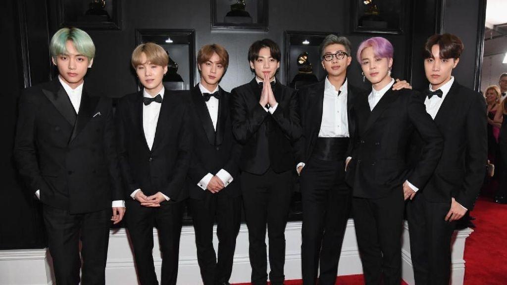 Surprise! BTS Gaet Halsey untuk Kolaborasi di Boy With Luv