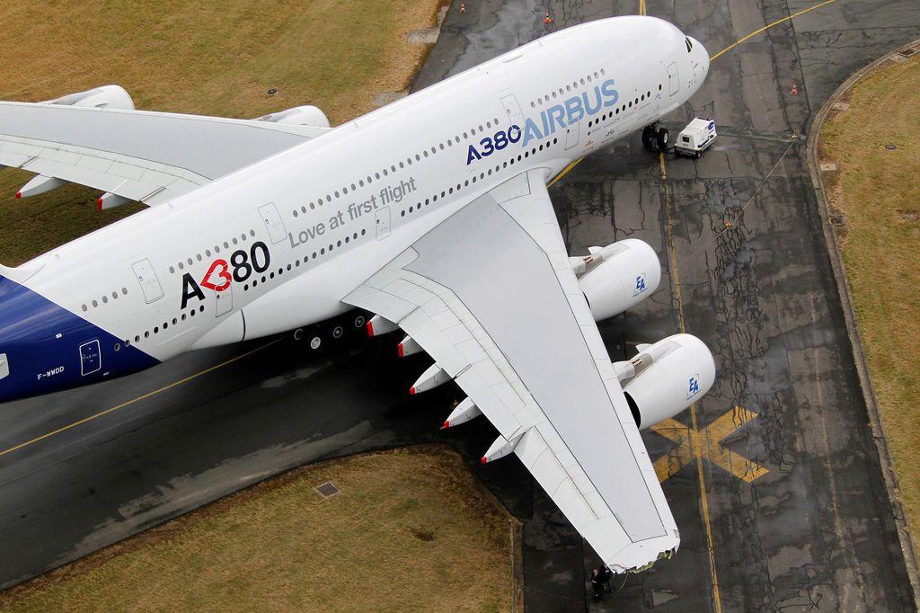 Airbus mengumumkan penghentian produksi pesawat raksasa tipe A380 tahun 2021. Pengembangan Airbus A380 menelan dana besar, namun jumlah pesanan minim.