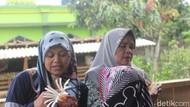Emak-emak di Garut Ini Ubah Sampah Jadi Berkah