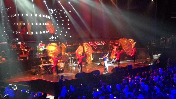 Sihir Kolaborasi di Konser Perjalanan Penuh Keajaiban Hedi Yunus