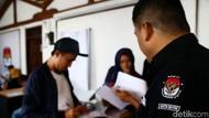 Antusias Warga Mengurus Dokumen Pindah TPS di KPU Depok