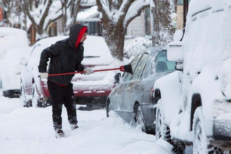 Ada Kota Buffalo di AS yang setiap tahun selalu diguyur hujan salju. Rata-rata sekali hujan salju di Buffalo nyaris mencapai 2,4 meter. (REUTERS/Lindsay DeDario)