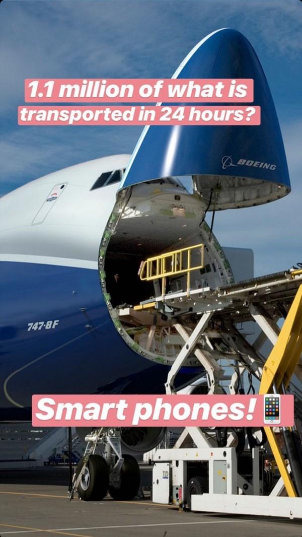 Apa yang mampu dikirimkan Boeing 747 selanjutnya. Boeing menyebut bahwa sejumlah 1,1 juta buah smartphone telah dikirimkan dalam waktu 24 jam melalui pesawat kargonya itu (Boeing)