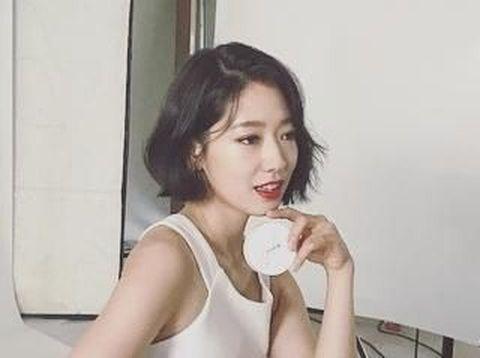 Ini Penampilan Baru Park Shin Hyen Potong Rambut Drastis Setelah 8 Tahun