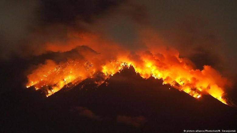 Citra Satelit Ungkap Penyebab Letusan Gunung Agung di Bali