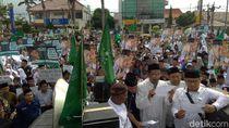 Ribuan Santri Turun ke Jalan Dalam Aksi Bela Mbah Moen
