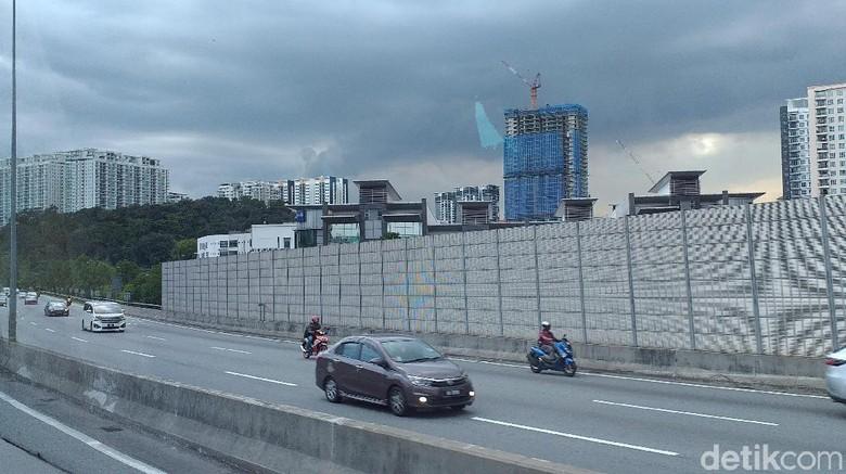 Motor masuk tol di Malaysia Foto: Triono Wahyu S