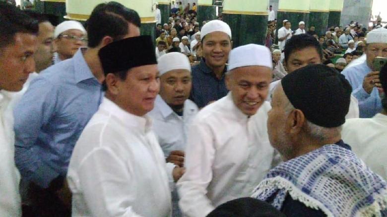 Berbaju Koko Putih Prabowo Salat Jumat Di Masjid Agung Semarang