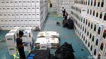 Melihat Kesibukan Merakit Kotak Suara di KPU Depok