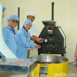 Rini Resmikan Pabrik Cokelat PTPN XII di Banyuwangi