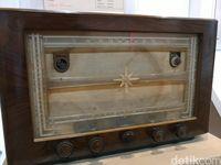 Penampakan Radio Antik yang Serupa Milik Sukarno dan Soedirman