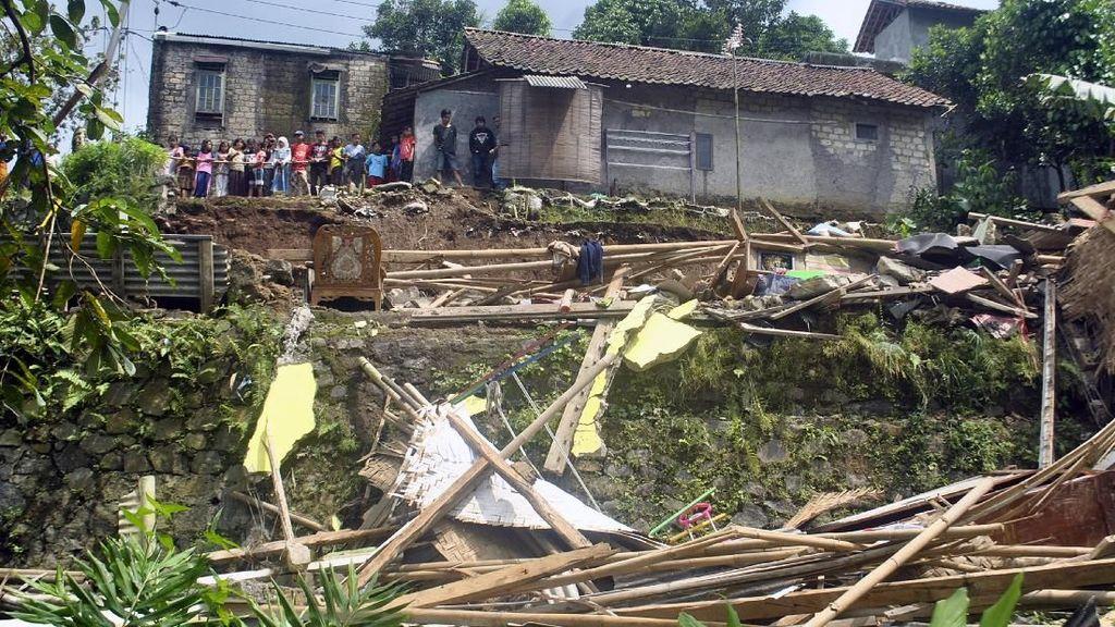 Longsor Terjadi di Bogor, 4 Orang Tewas dan 5 Luka-luka