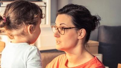 Cara Tepat Merespons Anak yang Mengatakan Hal Negatif