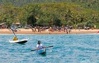 Surfcamp ini menyediakan peralatan lengkap. Terdapat juga fasilitas bagaimana cara berselancar (dok Joni Surfcamp)