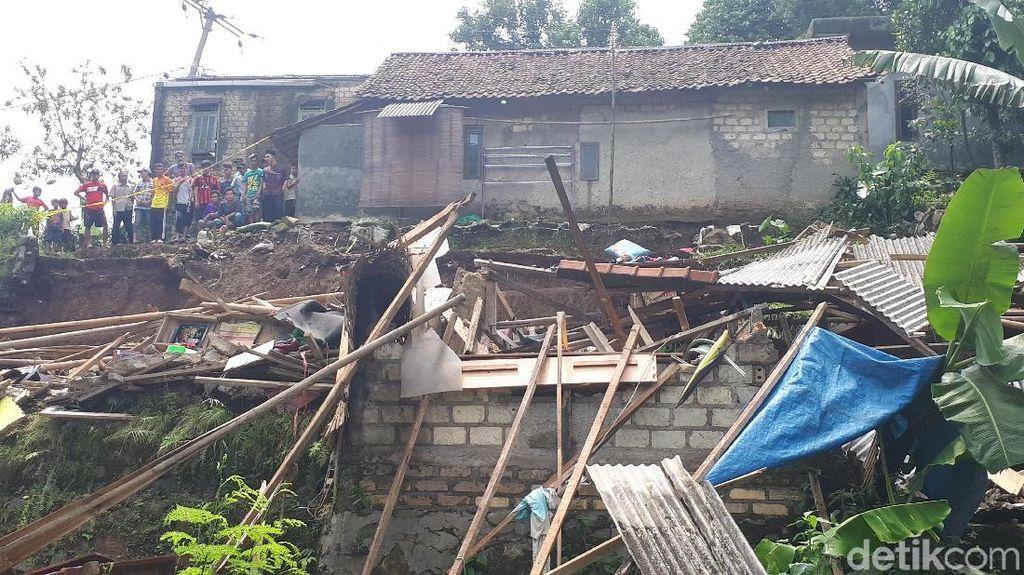 Cerita Saksi saat Longsor Timbun Rumah di Bogor