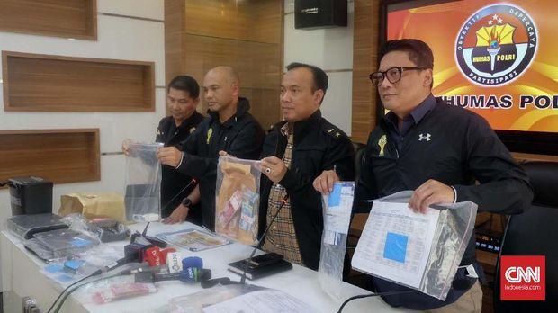 Kasus pengaturan skor sepak bola Indonesia selama ini ditangani Satgas Anti Mafia Bola.
