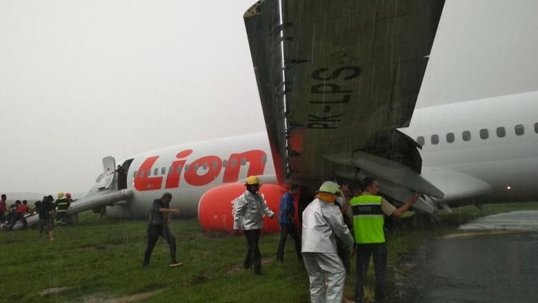 Pesawat Lion Air Tergelincir, Runway Bandara Supadio Masih Ditutup