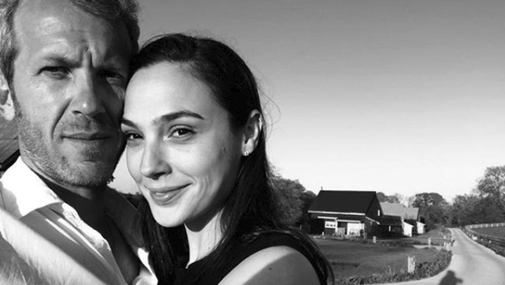 Husband-Wife Goals! Momen Mesra Gal Gadot dan Suami