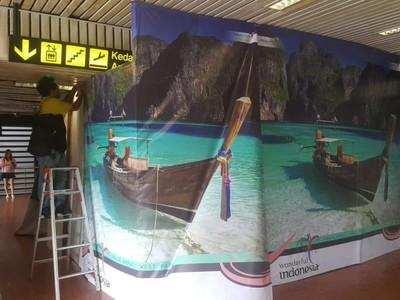 Banner Viral Raja Ampat Salah Foto di Bandara Soetta Telah Dicopot