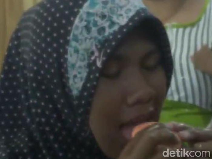 Sosok yang viral karena makan sabun itu ternyata warga Probolinggo Jawa Timur (Foto: M Rofiq)