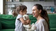 Pentingnya Bunda Ikut Tertawa Saat Anak Lontarkan Lelucon
