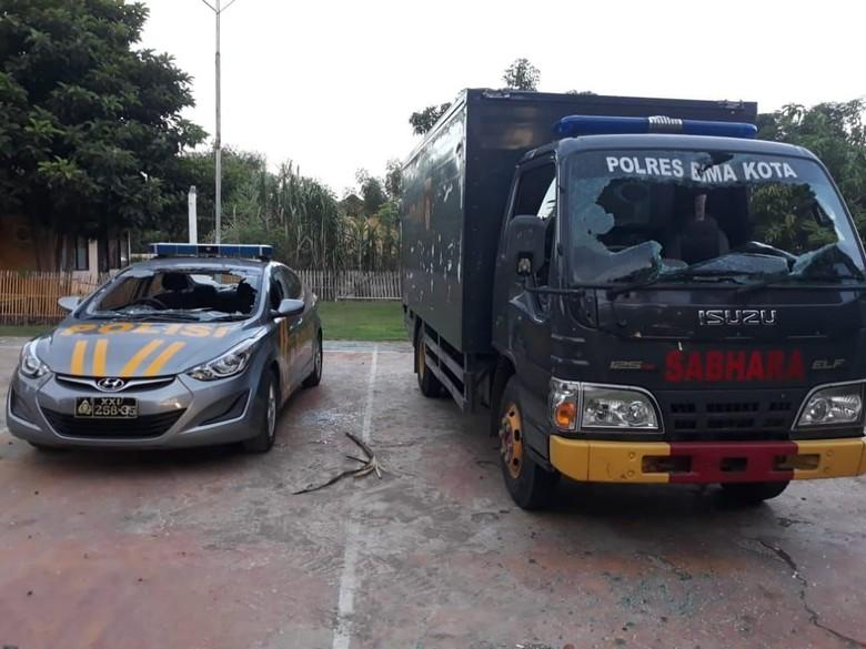 Unjuk Rasa di NTB Berujung Kerusakan Fasilitas Polsek Sape