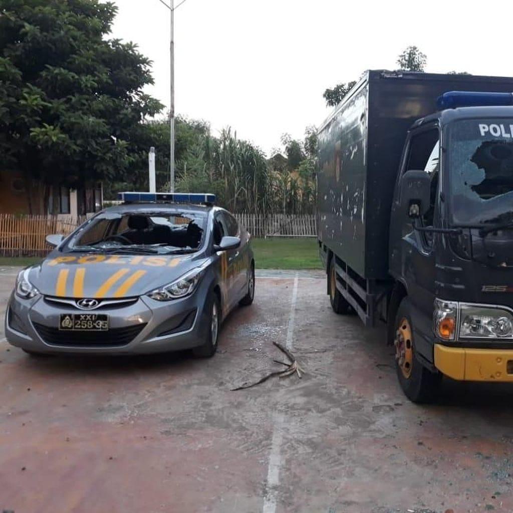 Demo di NTB Berakhir Ricuh, Warga Serang Kantor Polisi
