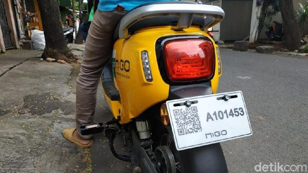 Scan barcode di belakang motor melalui aplikasi Migo