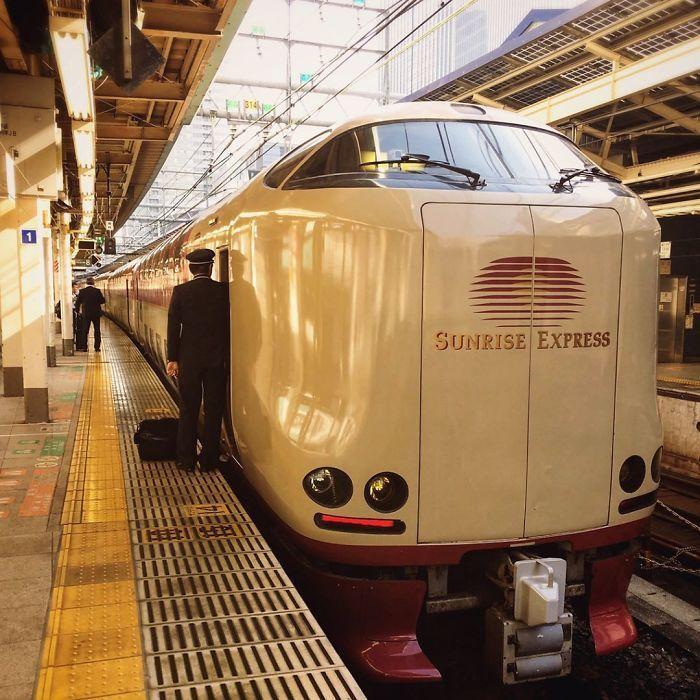 Soal transportasi kereta, Jepang adalah salah satu negara yang memiliki jenis kereta yang sangat baik. Istimewa/Dok. Boredpanda.