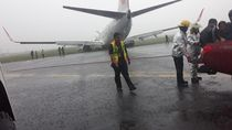 Badan Pesawat Lion Air yang Tergelincir Mulai Ditarik