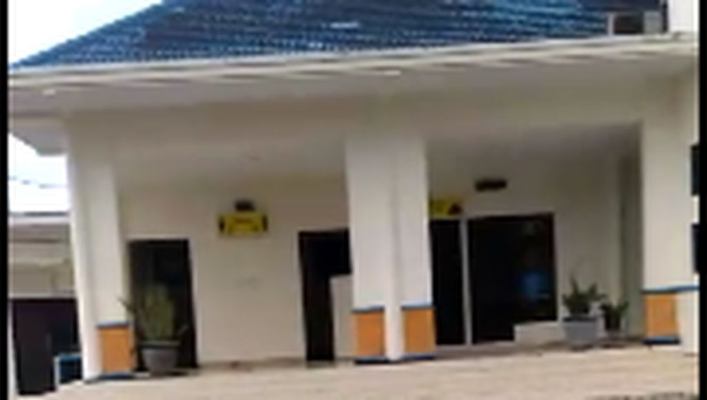 Hujan Disertai Angin Kencang Bikin Kaca dan Plafon Bandara Jember Rusak
