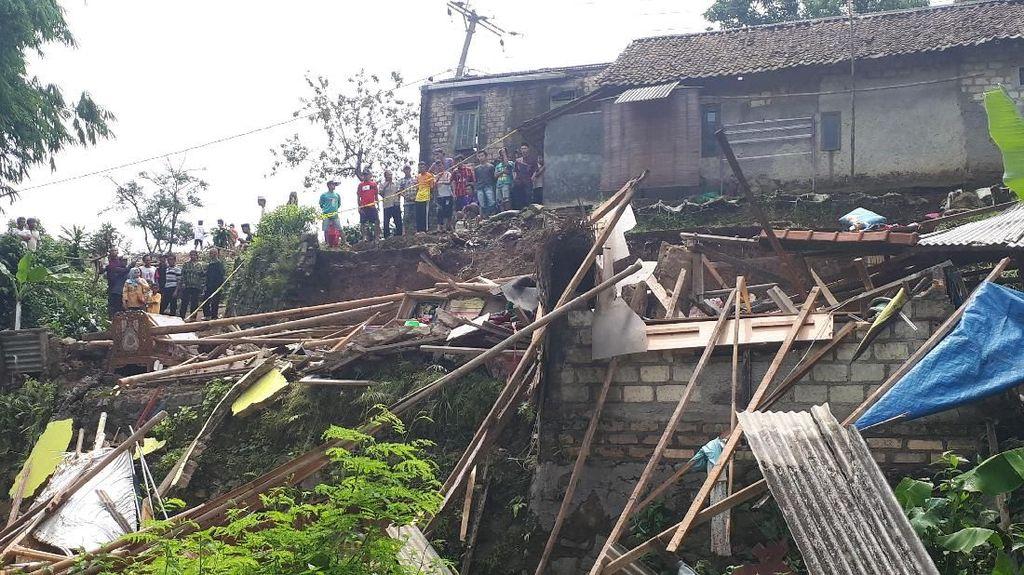 4 Orang Tewas Akibat Longsor di Bogor