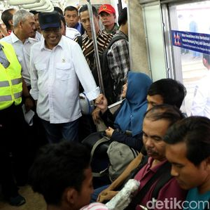Menhub Cek Stasiun Cakung yang Terintegrasi TransJakarta