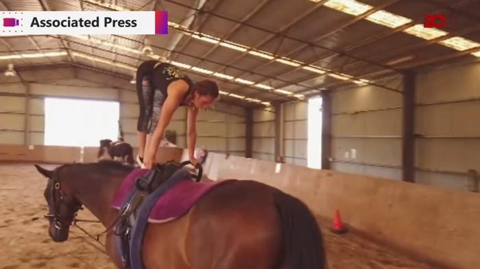 Senam punggung kuda. Foto: 20detik