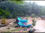 Sungai Cigeureuh Bandung Meluap Terjang Rumah dan Objek Wisata