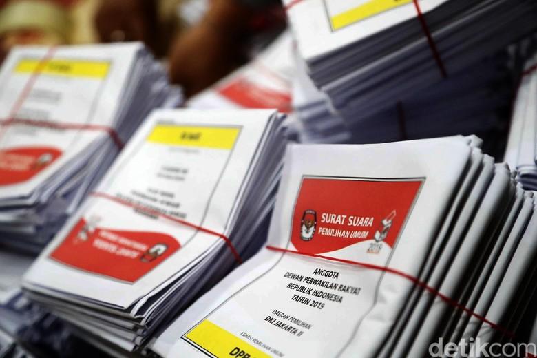 PDIP vs Gerindra di Survei LSI
