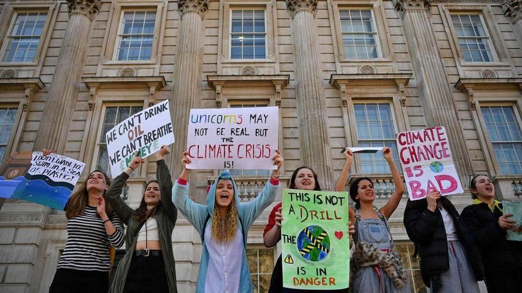 Pelajar di Inggris Bolos Sekolah Demi Aksi Perubahan Iklim