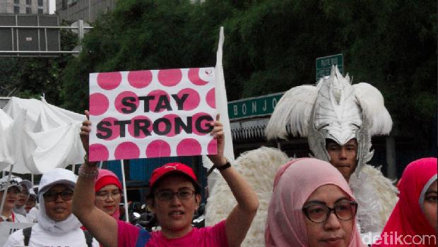 Peringatan Hari Kanker Sedunia di CFD Jakarta.